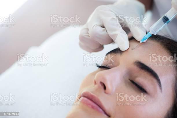 Woman receiving botox injection picture id667327930?b=1&k=6&m=667327930&s=612x612&h=l47uymz rve6zwnws hrgcsmemiypvvken qi9v2k0i=