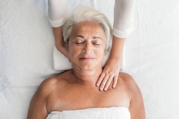 Femme recevant cou Massage - Photo