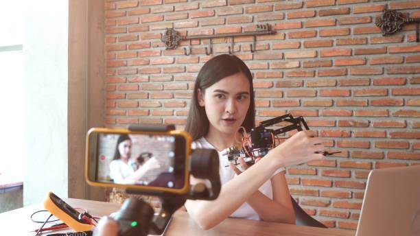 Frau Videoaufnahme für DIY Sachen Vorbereitung – Foto