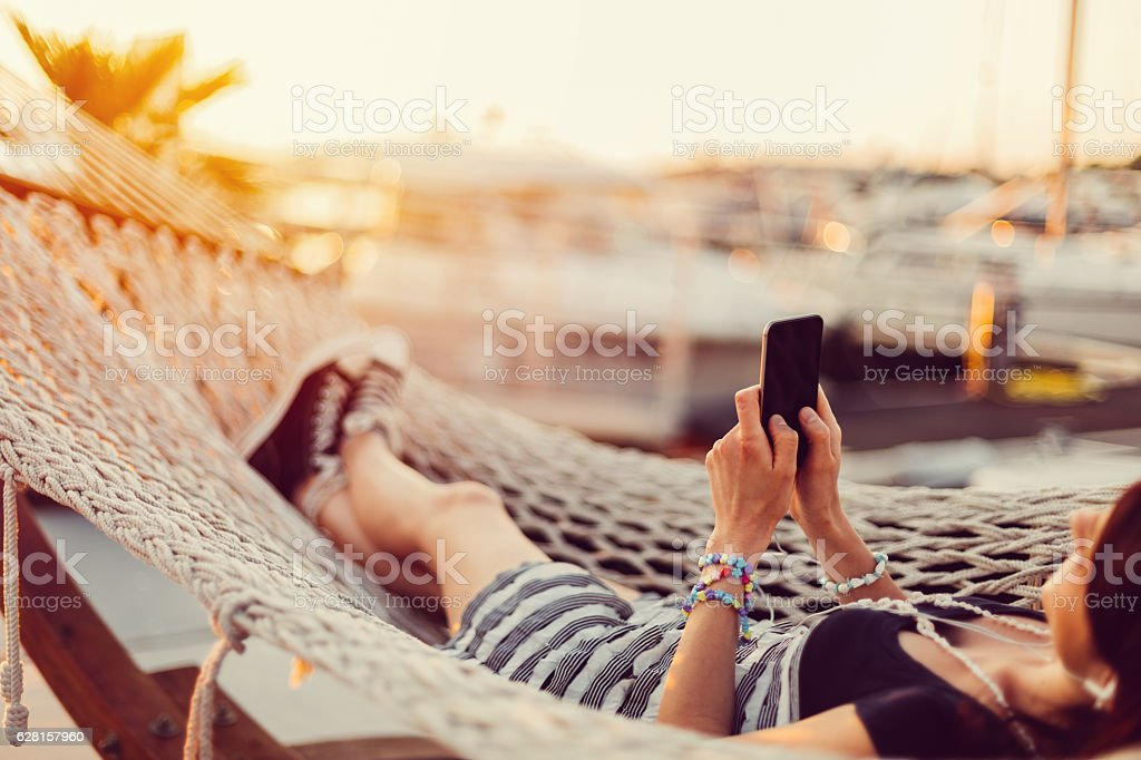 Frau Entspannen in der Hängematte - Lizenzfrei Alles hinter sich lassen Stock-Foto