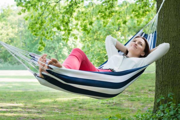 woman relaxing in hammock - amaca foto e immagini stock