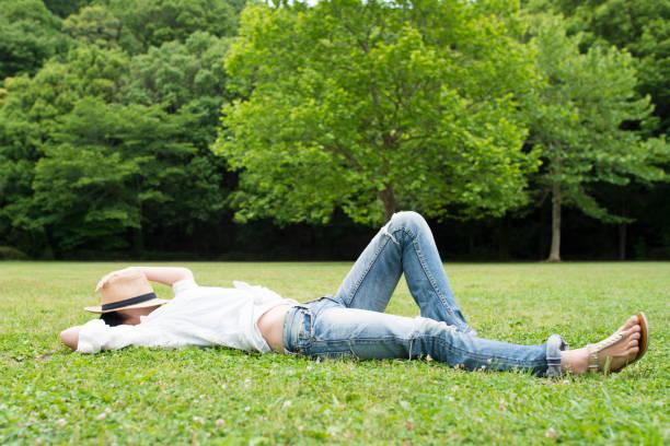 公園での女性のためのリラックス ストックフォト