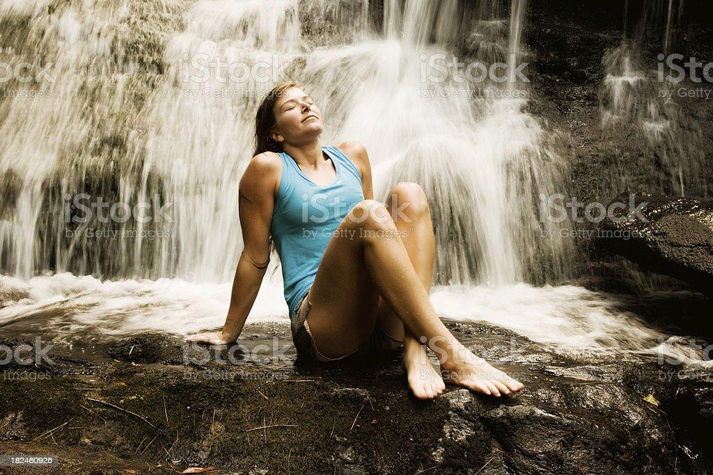 Mujer relajante foto de stock libre de derechos