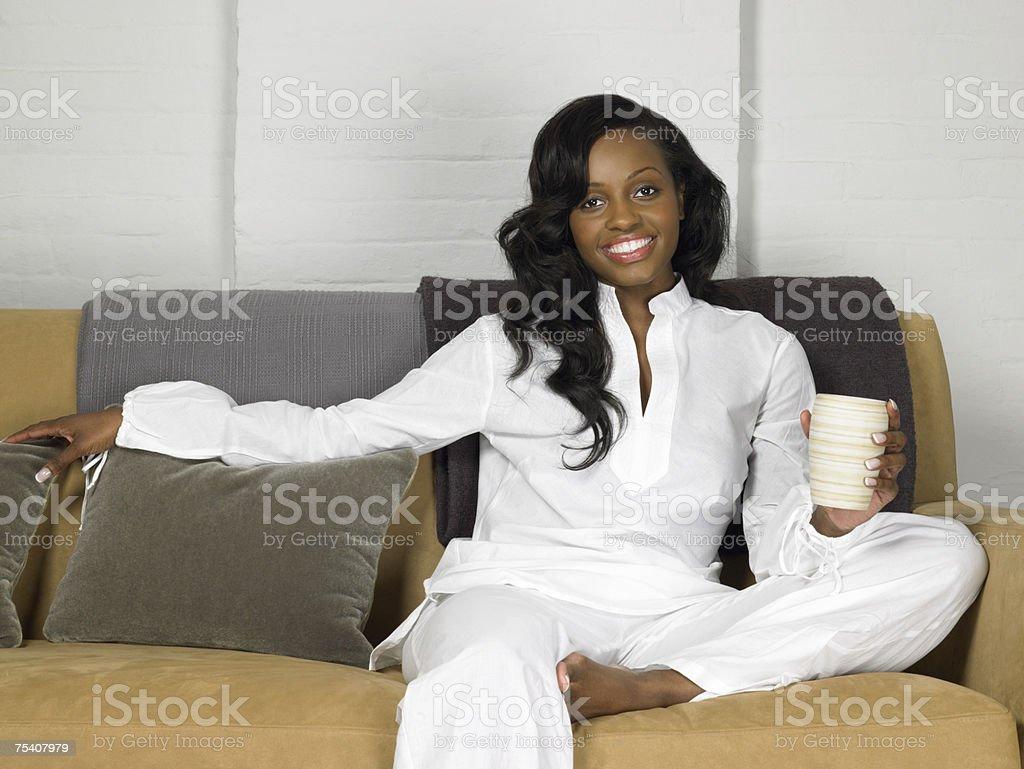 Kobieta relaks przy drinku zbiór zdjęć royalty-free