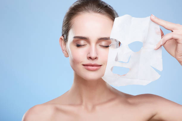 Woman removing mask from face - foto stock