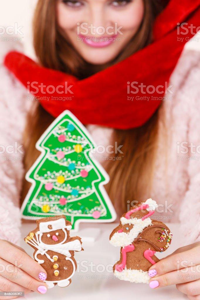 Sombrero de santa claus mujer con galletas de jengibre. Navidad foto de  stock libre de 74f4cd0846f