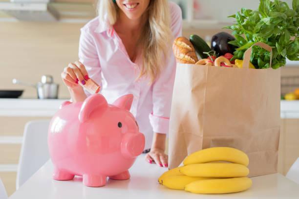 woman saving money with smarter shopping - food delivery стоковые фото и изображения