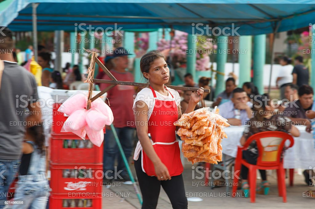 woman selling food around the revolution place photo libre de droits