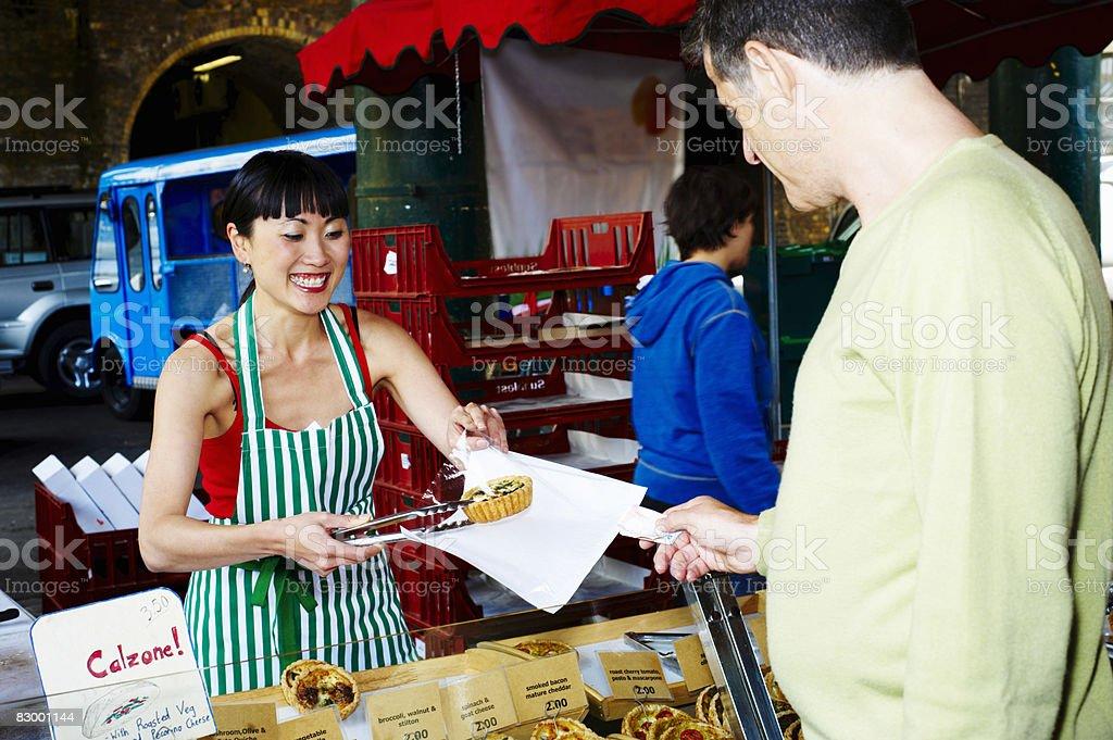 Woman serving fresh food at market foto stock royalty-free