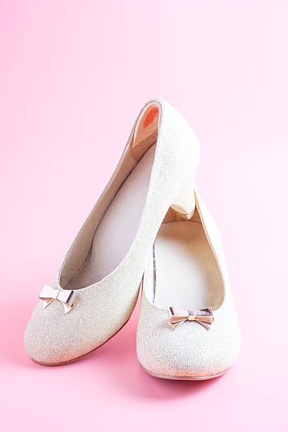 Mujer Zapatos sobre fondo rosa - foto de stock
