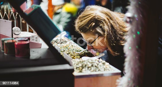 istock Woman shopping for the organic tea in at the Christmas Market 901114984