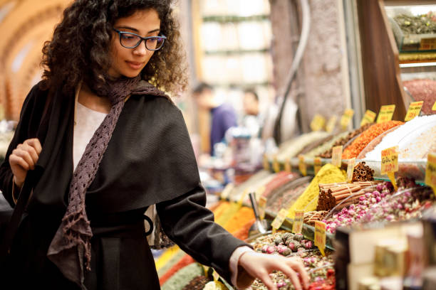 Woman shopping in spice shop in Grand Bazaar, Istanbul, Turkey Woman shopping in spice shop in Grand Bazaar, Istanbul, Turkey asian market stock pictures, royalty-free photos & images