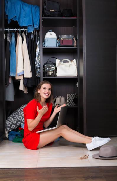 frau online-shopping - dresses online shop stock-fotos und bilder