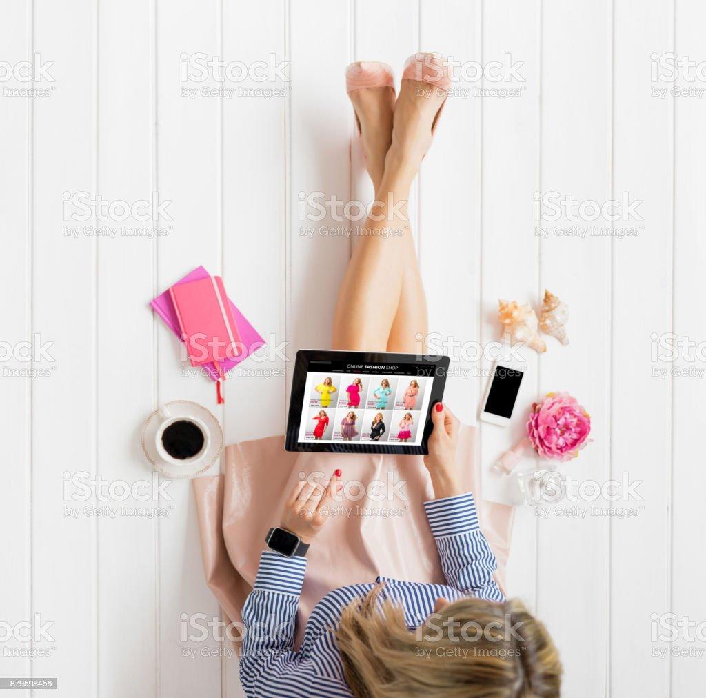 Frau online-shopping – Foto