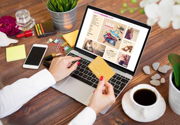 線上購物的女人 - online shopping 個照片及圖片檔