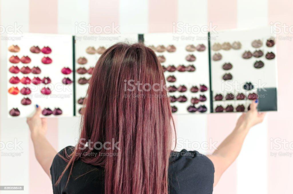 Paleta de cores mostrando mulher - foto de acervo