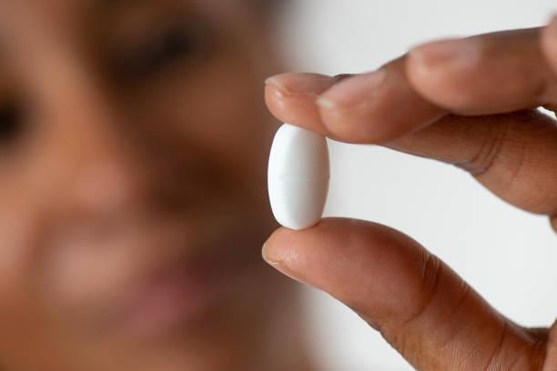 Frau mit Pille – Foto