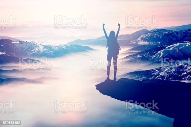 Woman silhouette at sunset on hill picture id872663462?b=1&k=6&m=872663462&s=612x612&h=itdoehssloxdxl4rf70hdyxab zvjmhjgqyxsfe0uia=