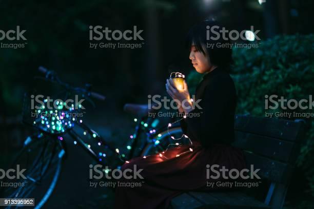 Woman sitting at bench holding led lights picture id913395952?b=1&k=6&m=913395952&s=612x612&h=1vbfpazf2 lpwlz8pl8zxn2pszwij9 0plibezxaopm=