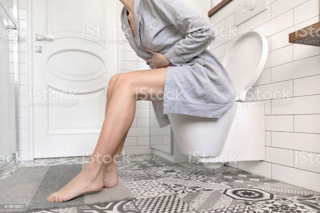 src=https://media.istockphoto.com/photos/woman sitting on toilet holding her stomach picture id913619322?k=6&m=913619322&s=612x612&w=0&h=z8iBHNpKIXahde4zonK3U2Mhd5VuVbTPU4pN6dePnbw= Pakar gesa suami isteri ambil tahu tentang penyakit kelamin baru yang boleh buat anda mandul ini!