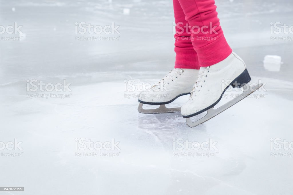 Woman skating and training with white skates. Weekends activities outdoor. foto de stock libre de derechos