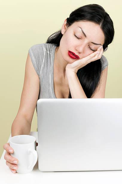 woman sleeping in front of laptop - coffe with death bildbanksfoton och bilder