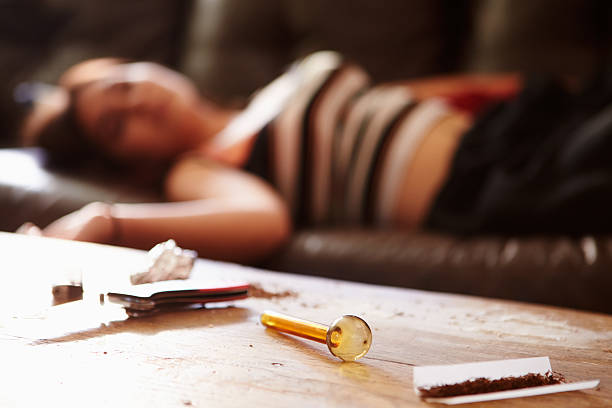 alcohol addiction verse drug addiction compare and contrast Alcoholism and drug addiction have many similarities but, is one worse than the other both of these conditions can be potentially fatal.