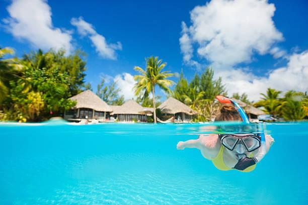 Woman snorkeling foto