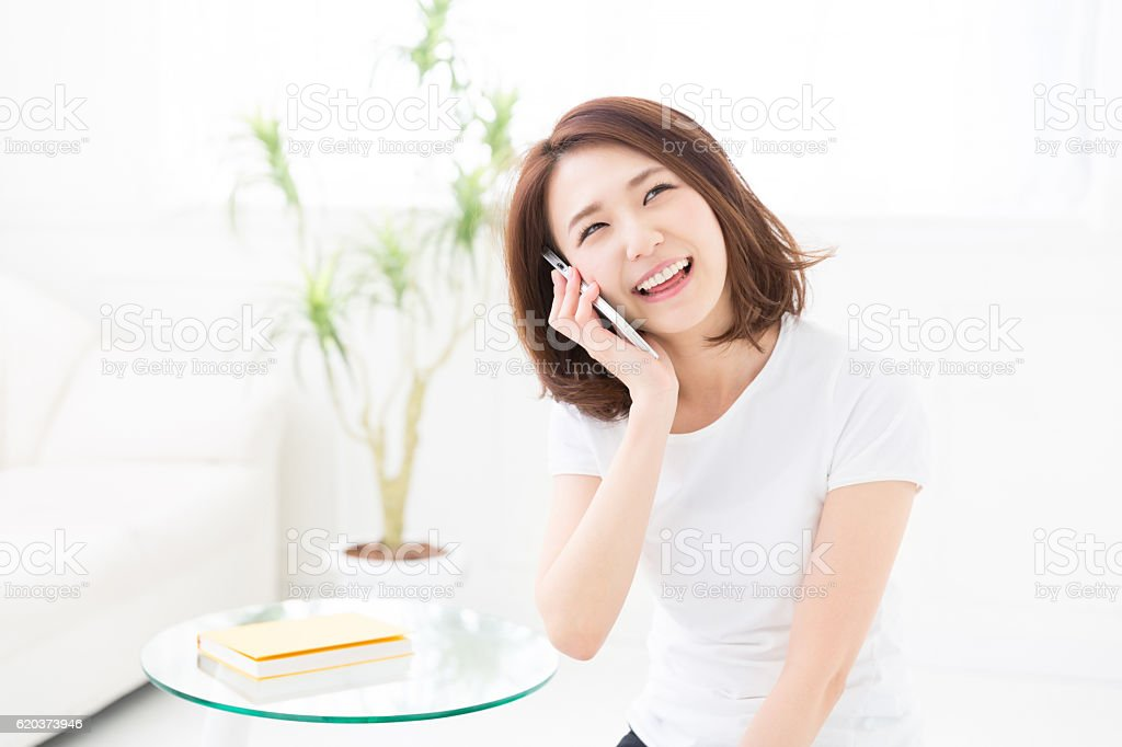 Kobieta rozmawianie przez telefon zbiór zdjęć royalty-free