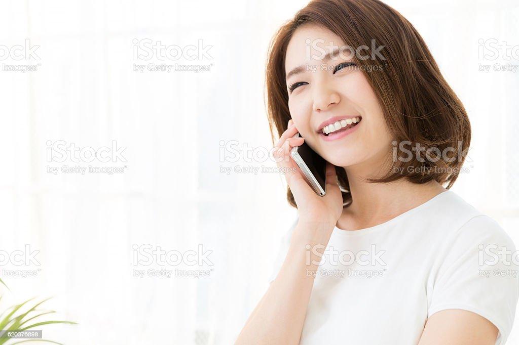 Mulher falando No Telefone foto de stock royalty-free