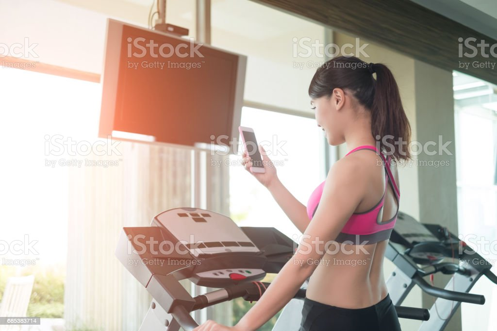 woman stand on treadmill foto de stock royalty-free