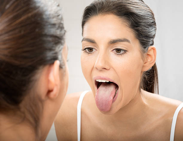 woman sticking out tongue - mensentong stockfoto's en -beelden