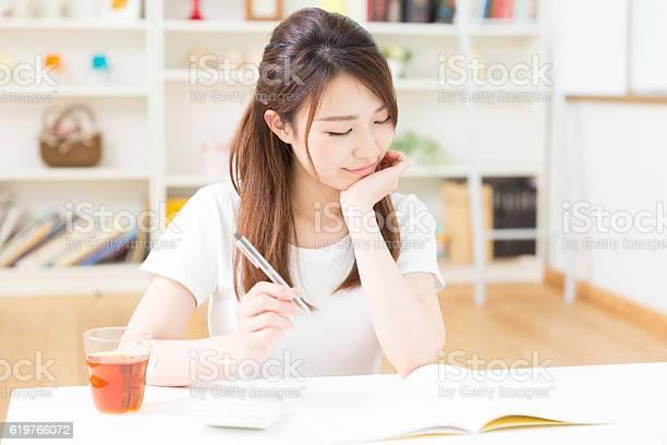 Woman 勉強する - 1人のロイヤリティフリーストックフォト