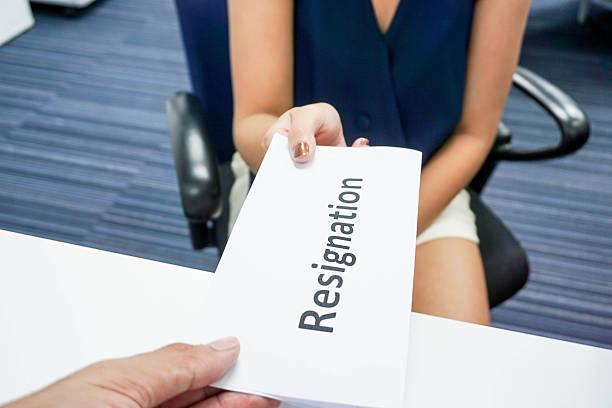woman submit a resignation letter to her boss - ausscheiden stock-fotos und bilder