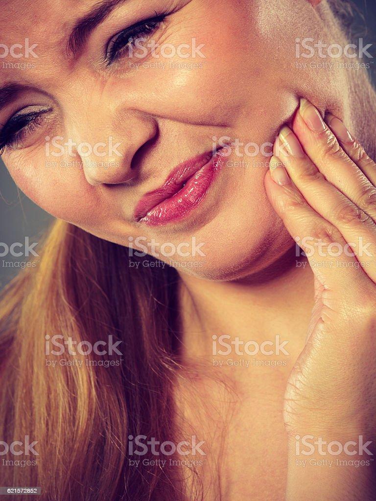 Femme souffrant de douleurs de dents photo libre de droits