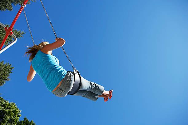 woman swinging on swing - buenos culos fotografías e imágenes de stock