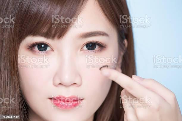 Woman take contact lenses picture id803609512?b=1&k=6&m=803609512&s=612x612&h=o0lunxb1wurk2qeama 8jpfs8ppchrvjbiq7xphsvsg=