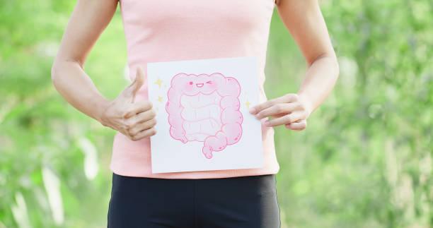 mulher levar prancha de intestino - abdome - fotografias e filmes do acervo