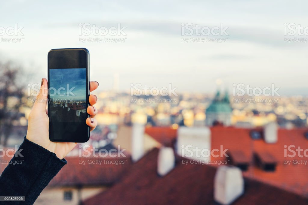 Frau nehmen Foto in Prag, Tschechische Republik – Foto