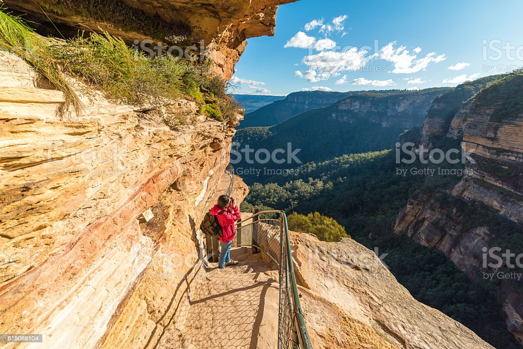 Woman taking photos, pictures of a mountain view – Foto