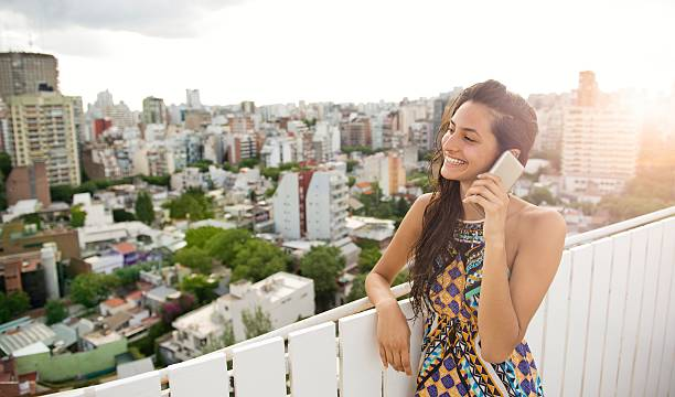 woman talking at phone. - belas mulheres argentina - fotografias e filmes do acervo