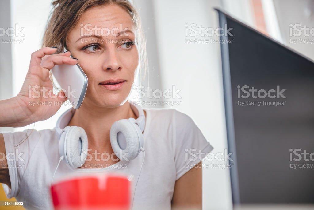 Woman talking on the smart phone royaltyfri bildbanksbilder