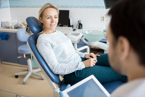 istock Woman talking to dentist in cabinet 958950172