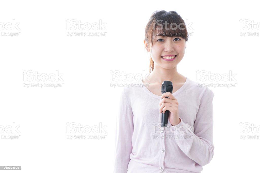 マイクを使って話している女性 ストックフォト