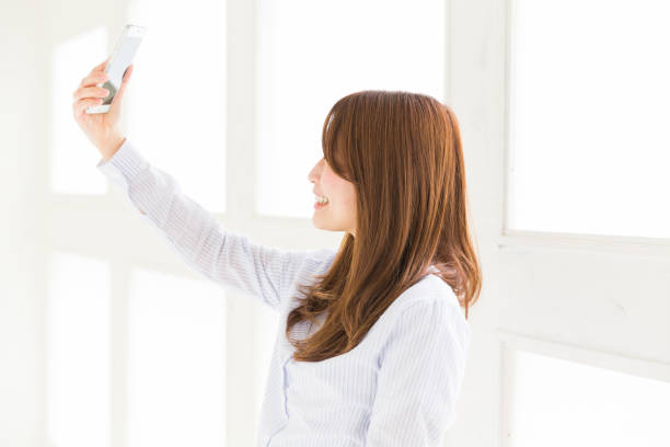 woman to see a smart phone - self portrait photography stock pictures, royalty-free photos & images