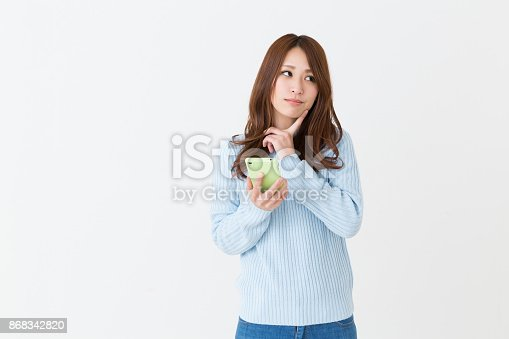 istock woman to see a smart phone, think, 868342820
