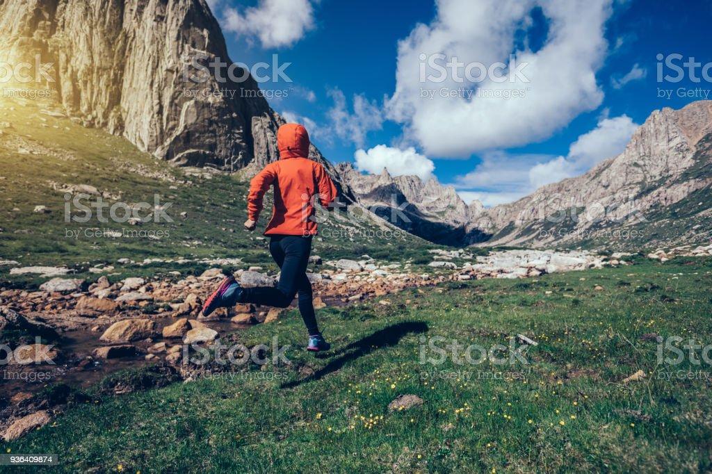 woman trail runner running on beautiful mountains – zdjęcie