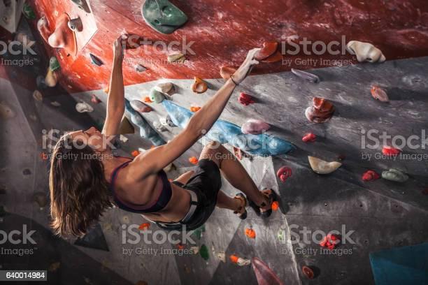 Frauentraining Auf Übungskletterwand Indoor Stockfoto und mehr Bilder von Aktiver Lebensstil