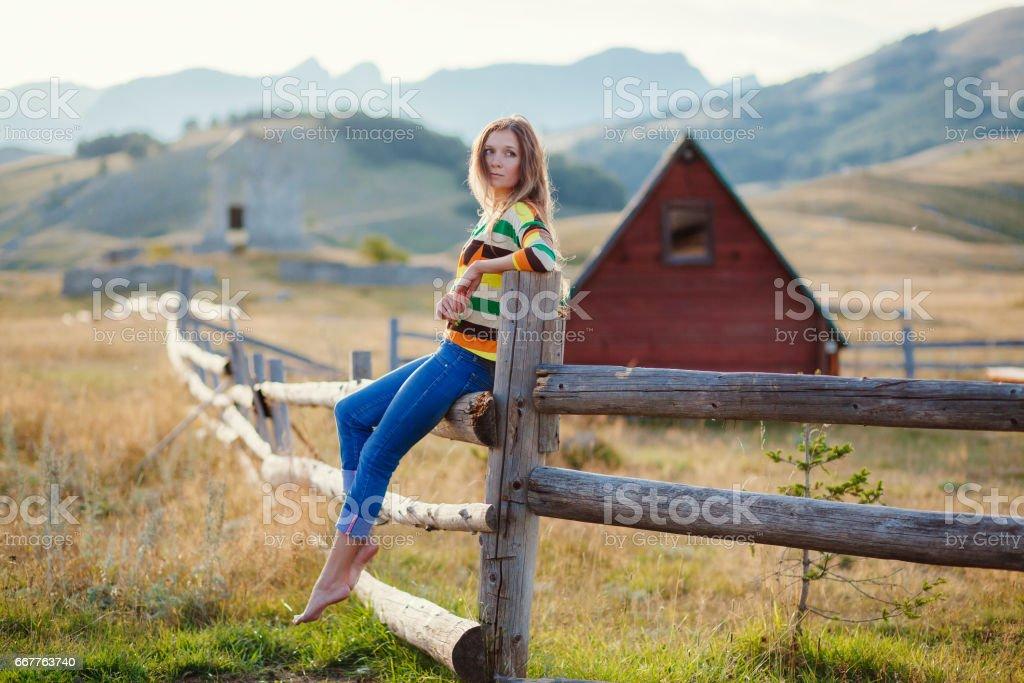 woman travel village alone стоковое фото