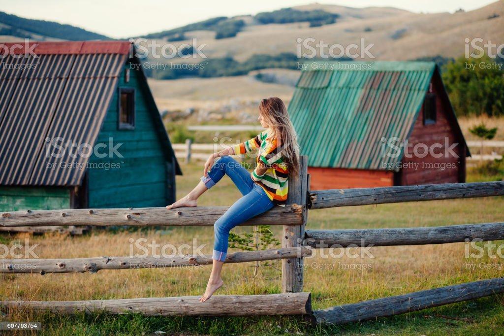 woman travel village alone – Foto